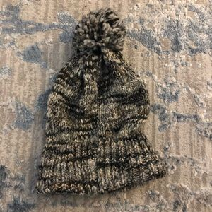 Gap Beanie with puff on top, gray